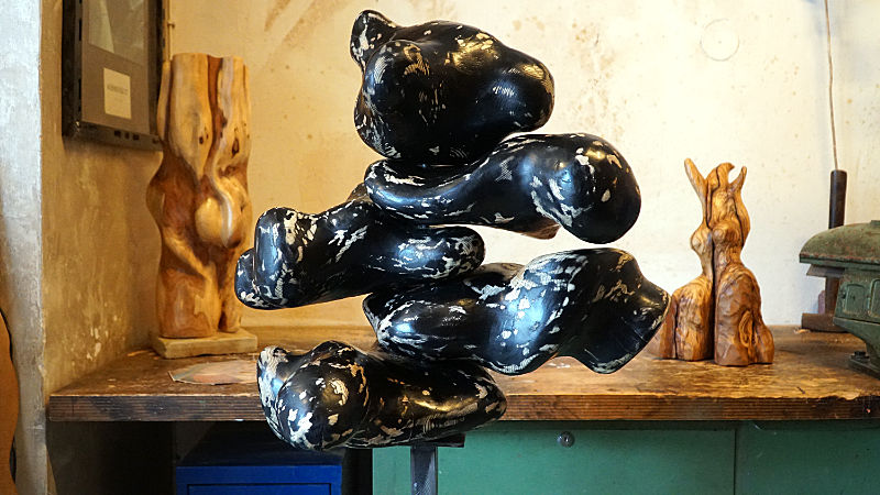 BÄR | Eschenholz Dispersionsfarbe Wachs auf Stahl | 50x60cm Skulptur | 130cm hoch